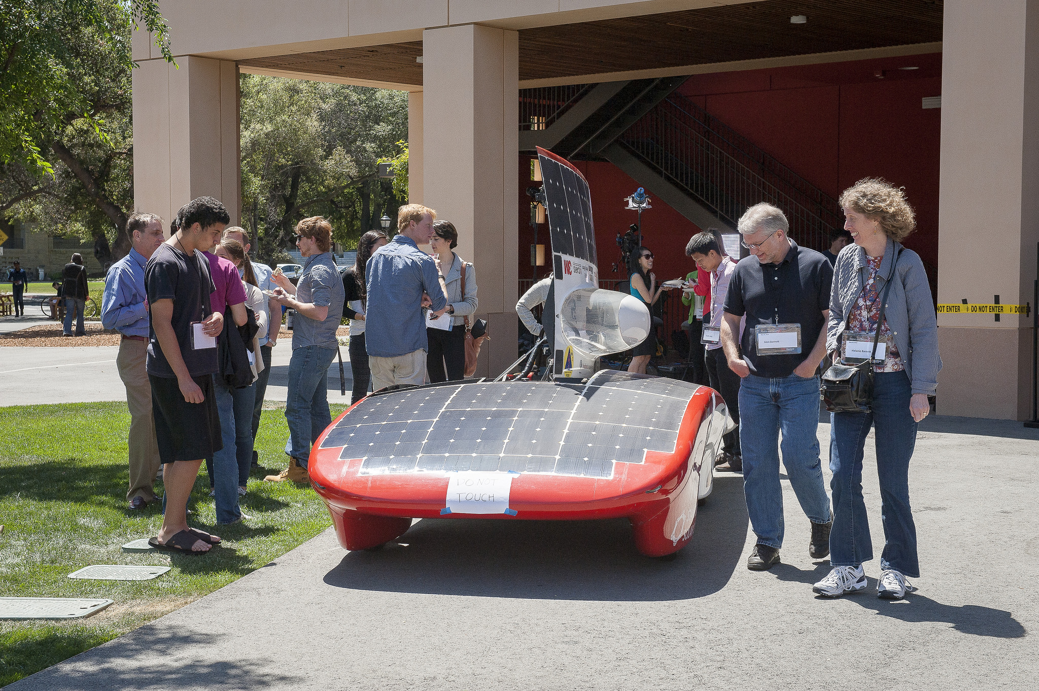 Team members answer questions about Luminos, out on display during the lunch break. (Photo L.A. Cicero/Stanford News)